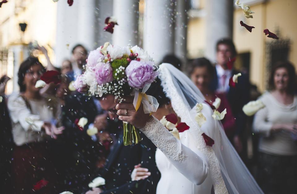 Etats-unis : la folie des mariages au cannabis